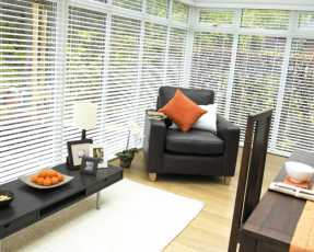 venetian blinds in dining room
